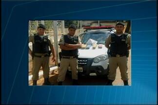 Após denúncia anônima, PM localiza 85 kg de maconha em Luz - A droga foi encontrada no final da Rua Cedro, no Bairro Novo Oriente. Todo o material foi encaminhado para a delegacia de Bom Despacho.