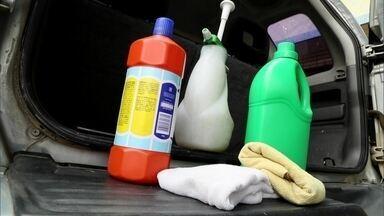Veja como manter o teto do carro limpo - Pouca gente olha pra cima para olhar o teto do carro. Muitos até se assustam quando descobrem que é preciso fazer uma limpeza. O AutoEsporte mostra cuidados fundamentais para não acumular sujeira.