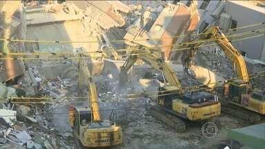 Responsáveis pela construção de prédio que desabou em Taiwan são presos - O prédio de 17 andares desabou por causa de um terremoto. As autoridades investigam se o desabamento foi provocado por falha na construção.