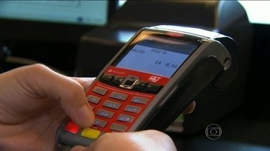 Exigir valor mínimo para pagamento com cartão é contra a lei - Os pagamentos com cartões de crédito e débito são os mais usados no país. Em São Paulo, exigir que o consumidor compre um valor mínimo para essa forma de pagamento é proibido por lei.