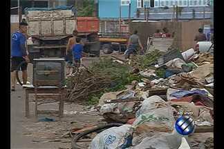 Operação da Sesan combate a atuação de carrinheiros que despejam entulho nas ruas de Belém - Em 2015 foram contabilizados 670 avisos para a retirada de lixo e entulho despejados em local impróprio na capital. No ano passado, 115 carrinheiros foram flagrados jogando lixo em área proibida.