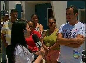 Passageiros reclamam de atraso e lotação de ônibus em Caruaru - Vídeos foram enviados pelos telespectadores.