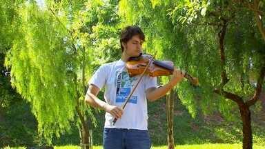 Novidade na música clássica! - Tem novidade na música clássica! O De Ponta a Ponta foi até São José do Rio Preto para conhecer um instrumento novo, o Violbass. A galera da orquestra Camerata Jovem Beethoven foi escolhida para testar a novidade. Dá uma olhada!