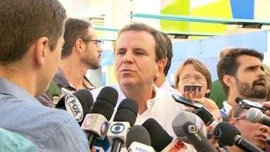 Prefeito do Rio diz que vírus da Zika não é um tema olímpico - Eduardo Paes falou o vírus da Zika durante apresentação da reforma do parque aquático Mari Lenk.