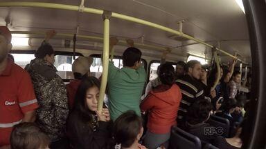 Moradores reclamam de ônibus lotado no distrito da Palmeirinha, em Guarapuava - Uma usuária até fez abaixo assinado para tentar melhorar a situação.