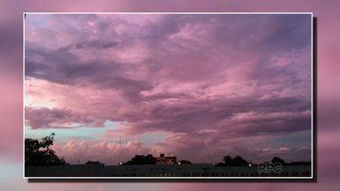 Telespectadoras Elieges e Giovana mandam foto para o encerramento do Paranátv - Essa imagem do céu colorido foi captada próximo a avenida República Argentina.