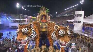 Moradores de São Vicente vão ao Anhembi para desfile das campeãs do Carnaval de São Paulo - Eles vão comemorar o título da Império de Casa Verde
