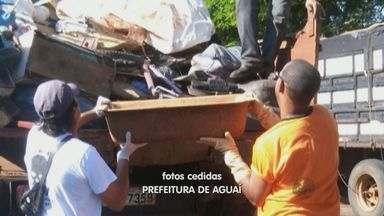 Aguaí, SP, tem trabalho de combate ao Aedes aegypti em bairros neste sábado - Funcionários da limpeza pública e Controle de Vetores recolheram materiais.
