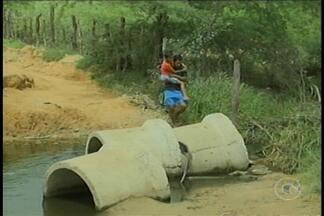 Estrada partiu durante as chuvas e trânsito está comprometido no Antônio Cassimiro - A secretaria de infraestrutura informou que uma equipe iria ao local, para ver a situação e tomar providências para o conserto.