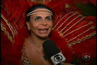Tradicional desfile das escolas de samba acontece em Trindade - Gretchen foi a rainha de bateria do Leão do Império do Samba.