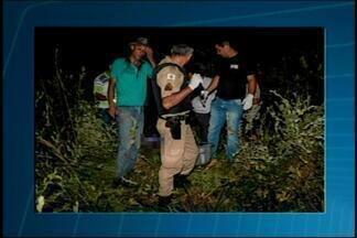 Corpo de jovem é encontrado na zona rural de Perdizes - Cachorro ajudou policial a achar cadáver. Vítima tinha ferimento na cabeça e sinais de violência sexual.
