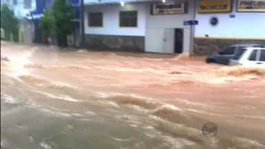 Forte chuva que atingiu Belo Horizonte causa transtornos e mata mulher de 59 anos - Forte chuva que atingiu Belo Horizonte causa transtornos e mata mulher de 59 anos