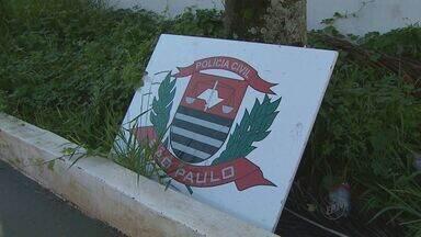 Obra do novo prédio da Polícia Civil em Batatais, SP, está atrasada há 3 meses - Projeto mal feito leva água da chuva para dentro de unidade, diz Sinpol.