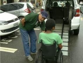 Falta de vagas para embarque e desembarque para táxis prejudica deficientes de Petrópolis - Cidade conta com seis veículos adaptados.