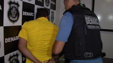 Foragido da Justiça e mulher são presos em condomínio de luxo, em Goiânia - Ele é suspeito de liderar quadrilha que furtava bancos por meio de fraudes. Mulher dele foi detida por posse de arma, mas foi liberada ao pagar fiança.