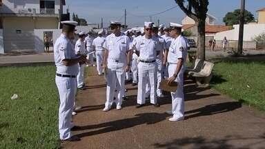 """Equipes da Marinha participam do 'Dia D contra Aedes' em Boituva - Neste sábado (13) em todo o país foi o """"Dia D contra Aedes aegypti"""", mosquito transmissor da dengue, vírus da zika e chikungunya. Mais de 350 cidades entraram na mobilização. Em Boituva (SP), homens da marinha participaram do mutirão de combate ao inseto."""