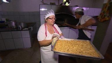 Veja como fazer a cuca de farofa - Nesta sexta (19), o Globo Repórter viajou por uma região surpreendente no sul do Brasil: o Vale Europeu.