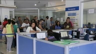 MPF apura vazamento de dados do INSS para uso de bancos e financeiras - Trabalhadores que deram entrada no pedido da aposentadoria nem receberam a resposta do INSS e já estão recebendo ofertas de crédito consignado. O Ministério Público está investigando o caso.