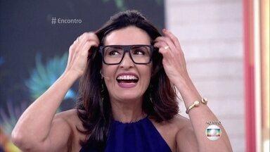 Fátima experimenta os óculos de Lucas, da dupla com Orelha - Klebber Toledo dedura o cantor, que usa óculos só para fazer estilo