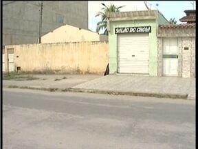 Polícia procura por autor de homicídio de cabeleireiro em Valadares - Crime foi próximo a um salão no Bairro Santa Rita.