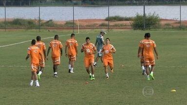 Fluminense treina para o clássico, pela manhã, e viaja a tarde para o Espírito Santo - Osvaldo deve substituir Marcos Júnior, na partida desta quarta-feira.