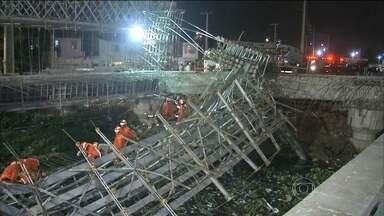 Ponte em construção desaba em Fortaleza (CE) e mata dois operários - Acidente aconteceu em uma das principais vias de acesso no aeroporto internacional. A obra deveria ter ficado pronta para a Copa do Mundo. Sete operários ficaram feridos.