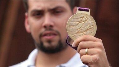 Minha Medalha: Alan Fonteles relembra ouro nas Paralimpíadas de Londres - Brasileiro bateu o favorito Oscar Pistorius.