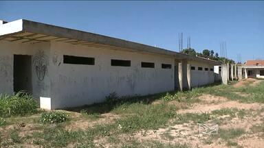 Creches e postos de saúde abandonados viram refúgio de usuários de drogas em Balsas - Prédios em construção estão abandonados e viram esconderijo de bandidos e de usuários de drogas.