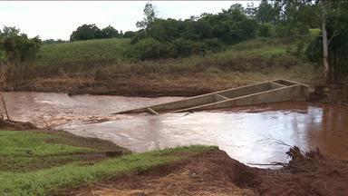 Começa nesta terça-feira a reconstrução da ponte do Guairacá - Homens do exército começaram hoje o trabalho de reconstrução da ponte, levada pela enxurrada provocada pelas chuvas de janeiro.