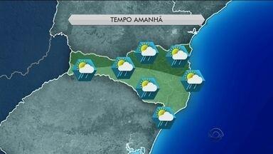 Tempo: umidade e calor mantém previsão de chuva para esta quarta (24) em SC - Tempo: umidade e calor mantém previsão de chuva para esta quarta (24) em SC