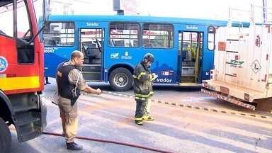 Acidente com ônibus deixa morto e feridos em Belo Horizonte - Batida aconteceu no Prado