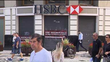 Funcionários param e agências do HSBC ficam fechadas nesta segunda-feira - De acordo com o Sindicato dos Bancários, o banco anunciou que não iria pagar participação nos lucros aos funcionários.