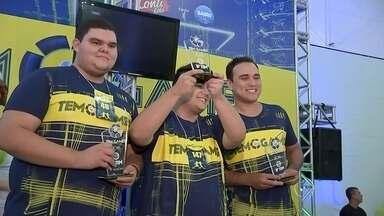Competidores participam do maior campeonato de games do Brasil em Bauru - Fim de semana com muita disputa em mais um evento de sucesso da TV TEM. O terceiro piso do Bauru Shopping ficou lotado de jogadores e torcedores, que participaram do TEM GAMES, o maior campeonato de games do Brasil.