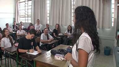 Estudantes voltam às aulas no Paraná - Em Ipiranga, as escolas ainda tentam organizar o calendário dos alunos