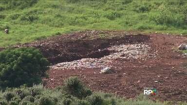 Prefeitura de Tamarana é multada por destinação incorreta do lixo - A multa foi aplicada na sexta-feira pelo IAP e Ministério Público Estadual. O valor é de R$5 mil reais por dia caso não seja dada a destinação correta do lixo produzido na cidade.