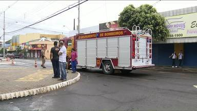 Esquadrão antibombas retira explosivos deixados em banco de Ibiporã - Os explosivos foram deixados por ladrões na agência do Banco do Brasil.
