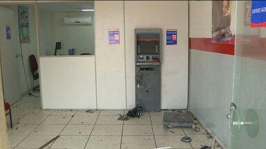 Duas agências bancárias e uma agência dos Correios foram explodidas na PB - As duas agências bancáias ficam na Cidade de Pocinhos e a agência dos Correios fica em Cabaceiras. As explosões aconteceram na madrugada desta segunda-feira.