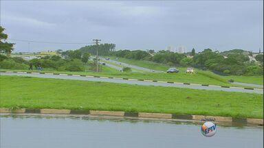 Rodovia Zeferino Vaz tem interdição em Paulínia - Por conta das chuvas, há risco de um barranco deslizar na pista.