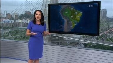 Previsão é de chuva para as regiões Norte, Centro-Oeste e Sudeste nesta terça-feira (1) - O dia também fica nublado no nordeste de SC, no leste do PR, e na área que vai de RR, AP, PA, MA, CE, atravessa o Centro-Oeste até a região central do ES. Tempo firme do RS até o oeste do PR, norte de MG, BA até o interior do Nordeste.