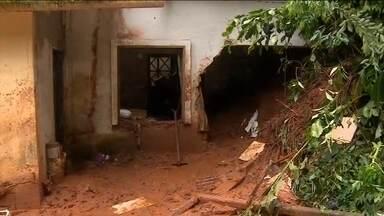 Volta a chover forte em São Sebastião (SP) e preocupação com deslizamentos aumenta - Nesta segunda-feira (29), duas pessoas morreram em Boiçucanga. O estado de alerta é para toda a cidade, mas principalmente na Costa Sul.