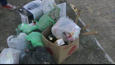 Moradores reclamam dos problemas de coleta de lixo em vários bairros da capital - Frota extra será enviada para auxiliar coleta, afirma a Emlur.