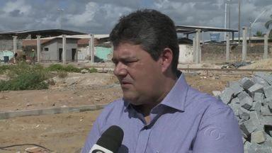 Entrega do centro pesqueiro em Jaraguá está prevista para junho de 2016 - Mais de 400 famílias tiveram que desocupar a área para que o serviço fosse feito.