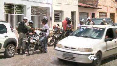 Operação de combate a criminalidade é realizada em Arapiraca - Vinte policiais do BPTran estão reforçando a operação.