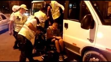 Agentes da operação Aterro Presente prendem seis homens e um cadeirante ladrão - Um dos sete bandidos é cadeirante. Veja.