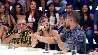 Bruna Marquezine, José Loreto e Mariana Santos falam sobre as redes sociais - Vlogglers entram no palco