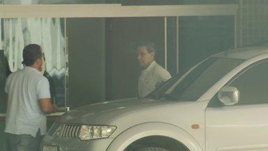 Ex-senador Luiz Estevão se entrega à Polícia Civil do DF - Ele está no Departamento de Polícia Especializada esperando transferência para a Papuda. O senador deve cumprir uma pena de 26 anos de prisão.