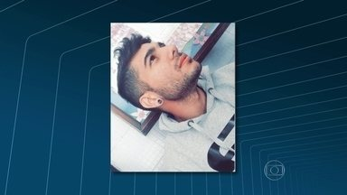 Corpo de rapaz morto por traficantes do Complexo do Chapadão é enterrado - A despedida de Matheus Ferreira Motta, de 20 anos, foi marcada por indignação e tristeza. O corpo dele foi encontrado no porta malas de um carro incendiado. Os policiais trabalham com a hipótese de que tenha sido morto por engano.