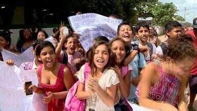 Alunos de escolas de Praia Grande voltam a protestar, no ES - Eles reclamam de condições precárias da escola, que não tem ventilador nem merenda adequada.