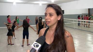 Professora de Juiz de Fora vai participar do revezamento da Tocha Olímpica - Aline Velozo faz parte de grupo de 12 mil pessoas que carregarão tocha pelo país. Símbolo passará por Juiz de Fora no dia 15 de maio.