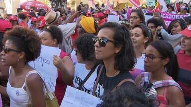 No Dia Internacional da Mulher, marcha pede igualdade e fim da violência doméstica - A Marcha das Mulheres percorreu ruas do centro histórico da capital baiana.